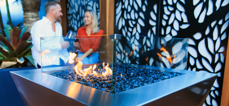 Outdoor entertaining gas fire pit