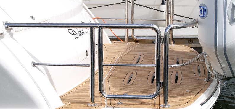 Australian stainless steel Stern and Duckboard Rail