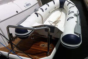 Stainless boat duckboard rail with dinghy