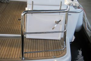 Curved stainless duckboard rail