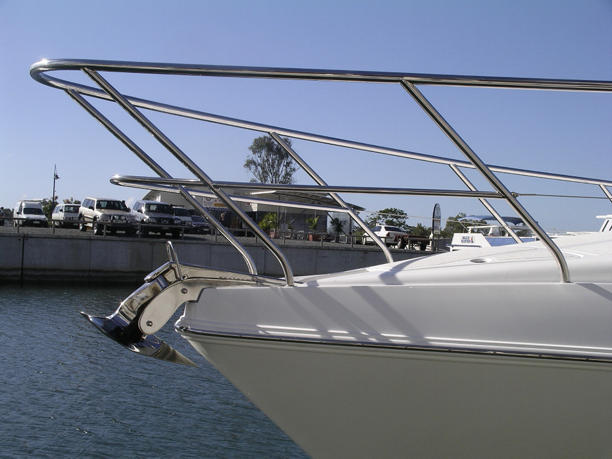 Stainless bow rail and anchor roller