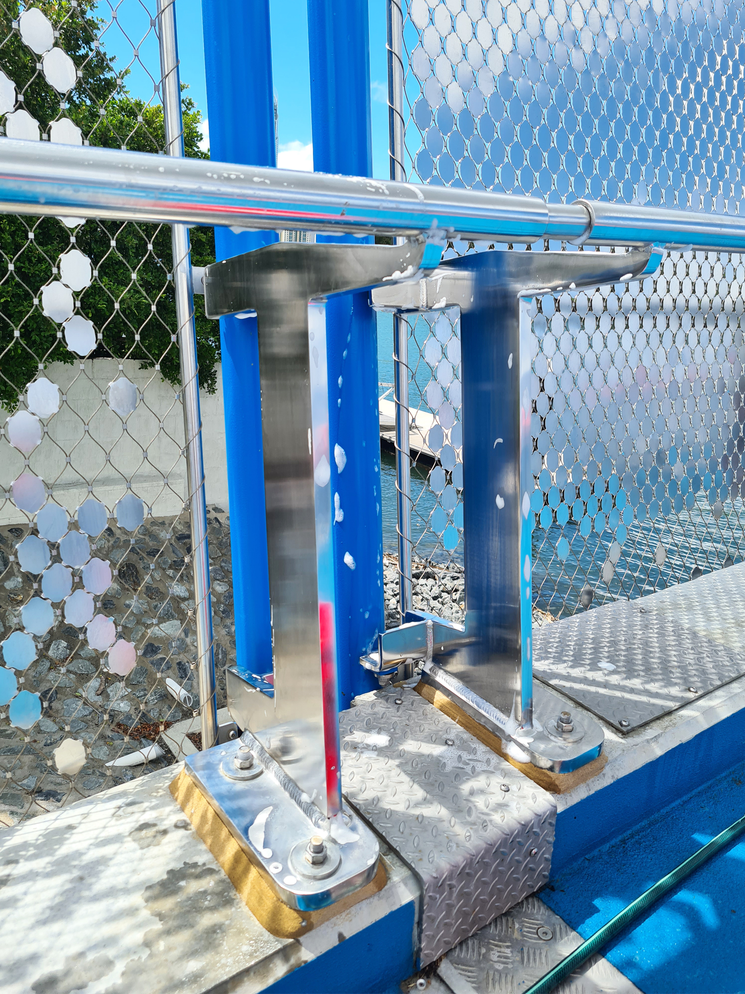 how to clean stainless steel railings